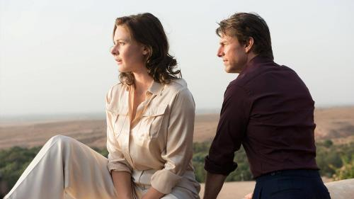 Tom Cruise e Rebecca Ferguson nei ruoli di Ethan Hunt e Ilsa Faust