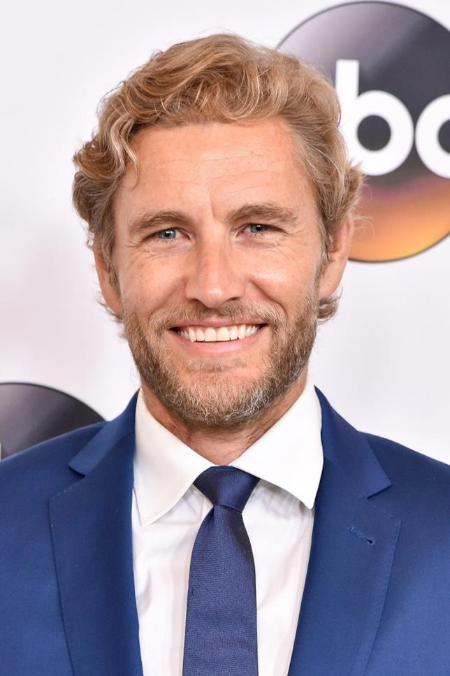 Brett Tucker interpreta Dave in Le Sorelle McLeod