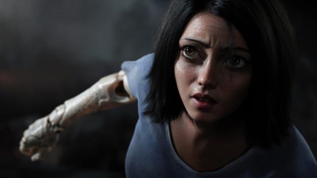 Rosa Salazar nei panni di Alita in una sequenza del film