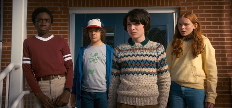 Mike, Lucas, Dustin e Max insieme a scuola