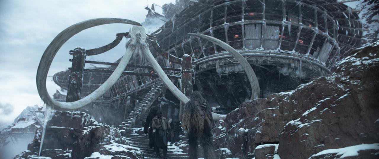 Han, Chewie e Lando entrano nella base di un predone