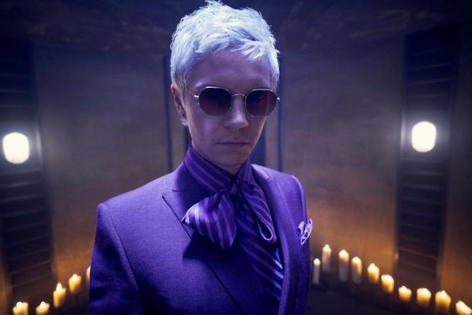 Evan Peters in un'immagine promozionale di American Horror Story: Apocalypse