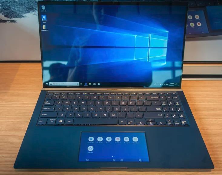 Asus ZenBook con ScreenPad 2.0 al posto del tradizionale trackpad