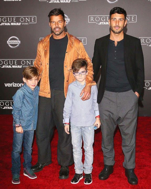 Ricky Martin accompagnato da tutta la famiglia alla prima di Rogue One