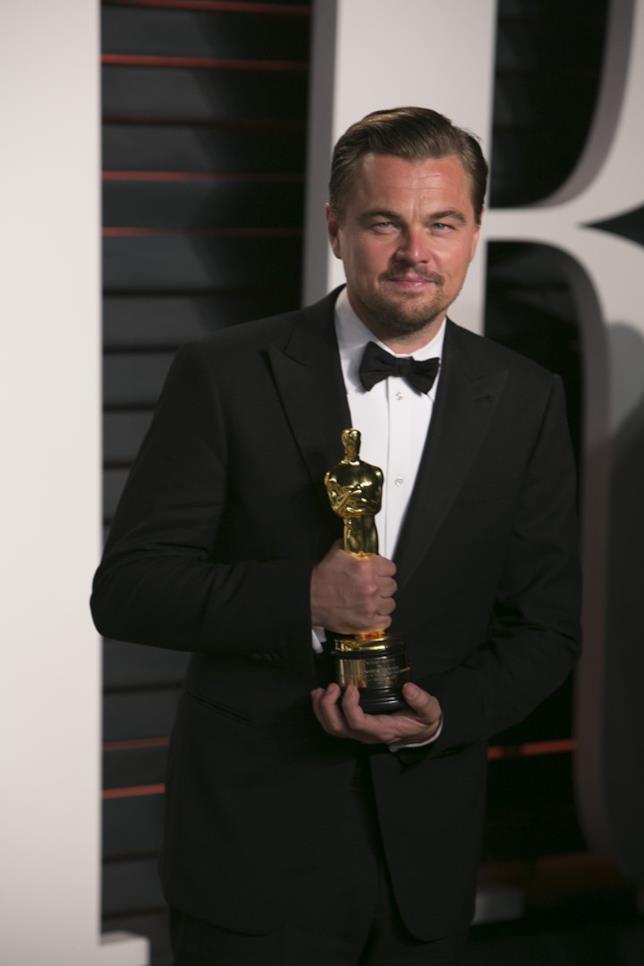 DiCaprio quasi dimentica l'Oscar a una festa