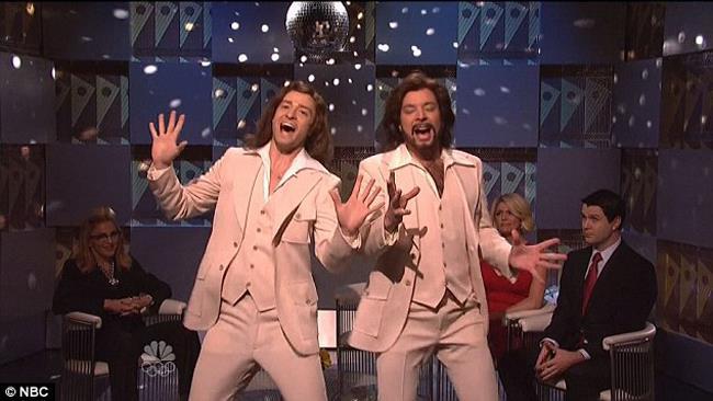 Jimmy Fallon alias barry Gibb al Saturday Night Live