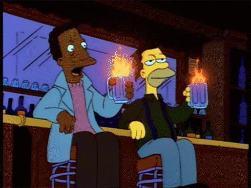 Lenny e Carl de I Simpson bevono un cocktail