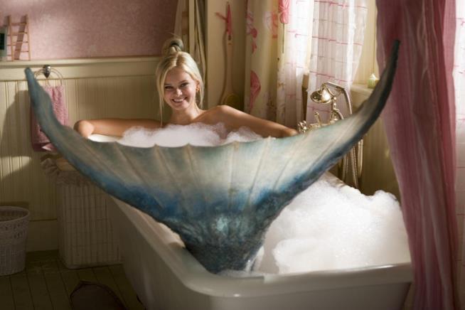 Sara Paxton in una scena di Aquamarine
