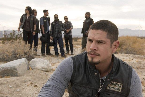 I protagonisti di Mayans MC nel deserto
