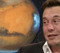 A sinistra Marte, a destra il miliardario Elon Musk