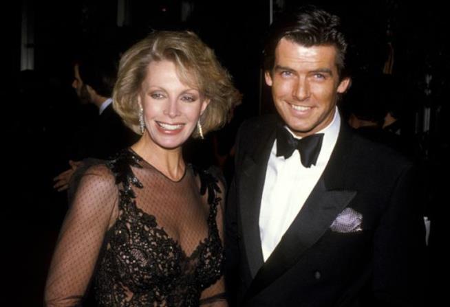 Una vecchia foto di Cassanda Harris e Pierce Brosnan