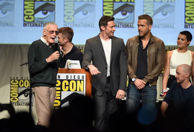 Stan Lee, Hugh Jackman e Ryan Reynolds promuovono il film di Deadpool
