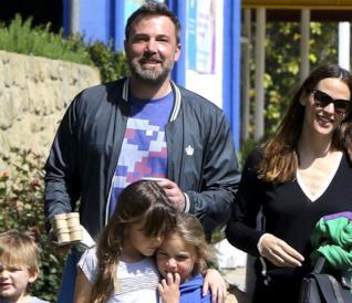 Un'allegra foto di famiglia per Ben Affleck e Jennifer Garner