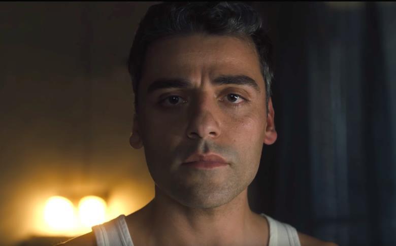 Primo piano di Oscar Isaac in una scena di Operation Finale