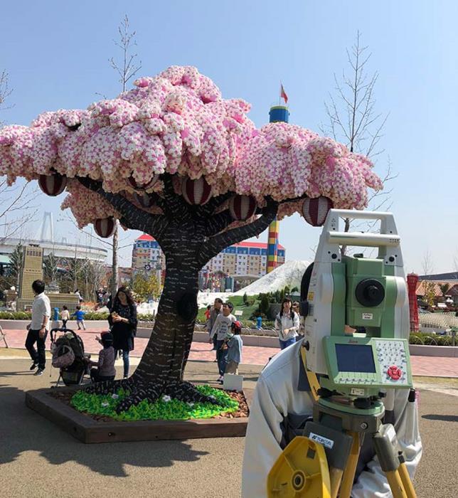LEGOLAND di Nagoya: un alberto di ciliegio costruito con oltre 800mila mattoncini