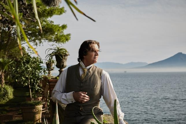 Rupert Everett è Oscar Wilde a Napoli