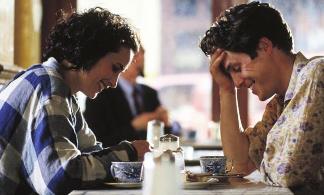 Hugh Grant e Andie MacDowell in Quattro Matrimoni e un Funerale