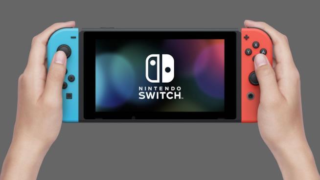 Nintendo Switch con i controller bi-colore nel dettaglio