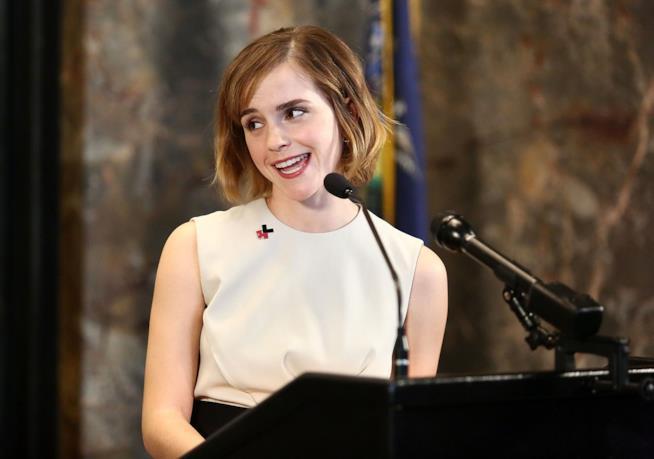 Primo piano di Emma Watson imbarazzata