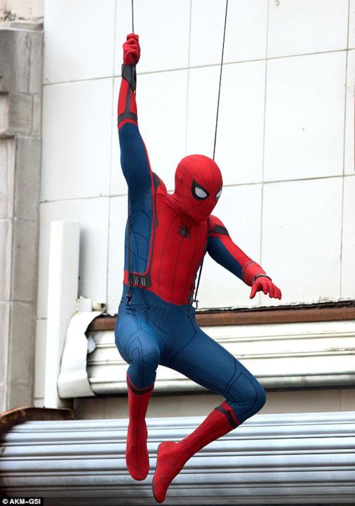 Tom Holland interpreta Spider-Man