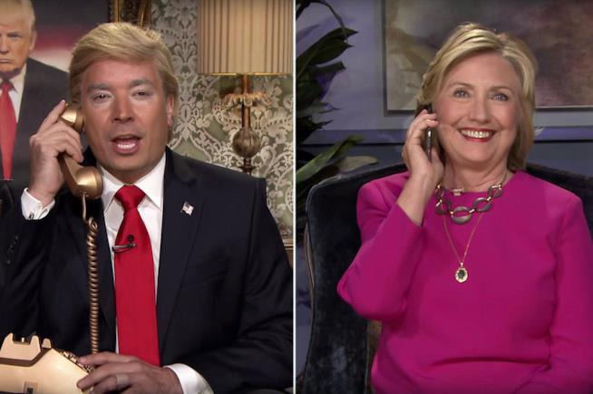 Jimmy Fallon e Hillary Clinton in una precedente gag del Tonight Show