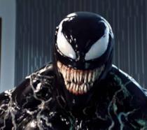 Un primo piano di Venom nel film diretto da Ruben Fleischer