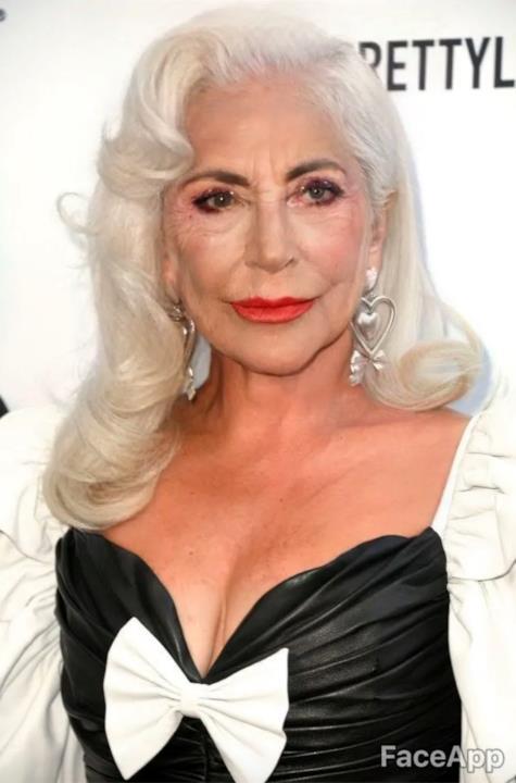 Lady Gaga in primo piano da anziana