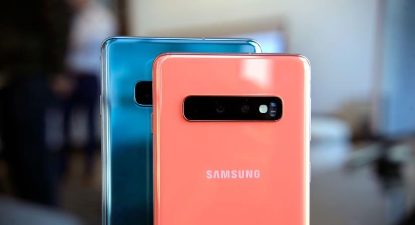 La scocca posteriore di Samsung Galaxy S10e ed S10