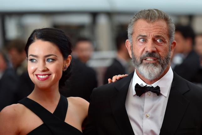 Primo piano di Rosalind Ross e Mel Gibson