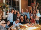 La dinastia dei Douglas posa insieme per una foto