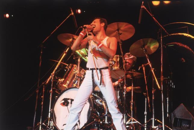 Freddie Mercury live ad un concerto