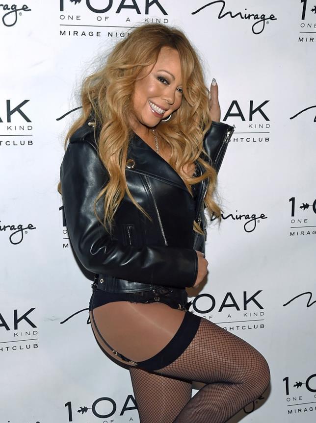 Primo piano di Mariah Carey in reggicalze