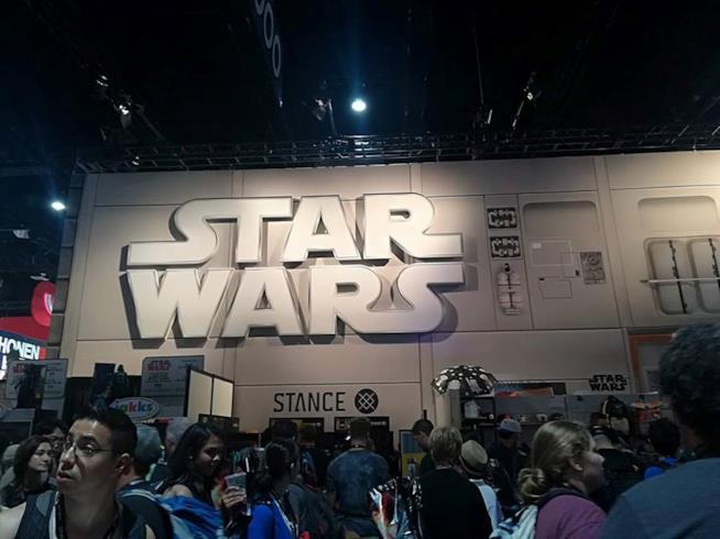Esterno dello stand di Star Wars all'interno della Exhibit Hall al San Diego Comic-Con 2017