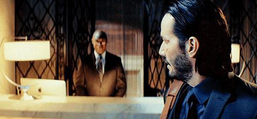 John Wick lascia l'albergo per serial killer