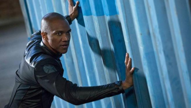 L'attore J. August Richards nei panni di Deathlok