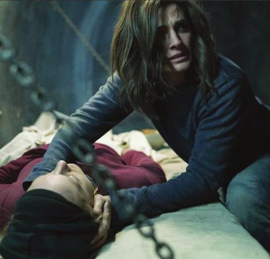 Una scena della nuova serie TV Absentia con Stana Katic