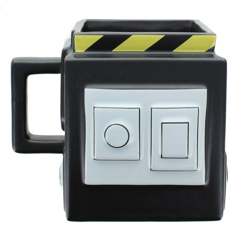 Una tazza a forma di trappola dei Ghostbusters