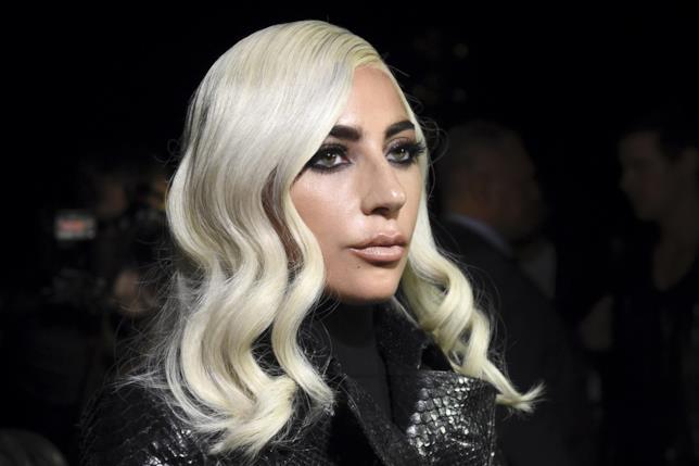 Lady Gaga alla Fashion Week di Parigi