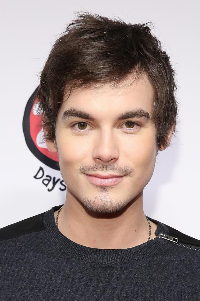 Tyler Blackburn interpreterà Alex nel reboot di Roswell