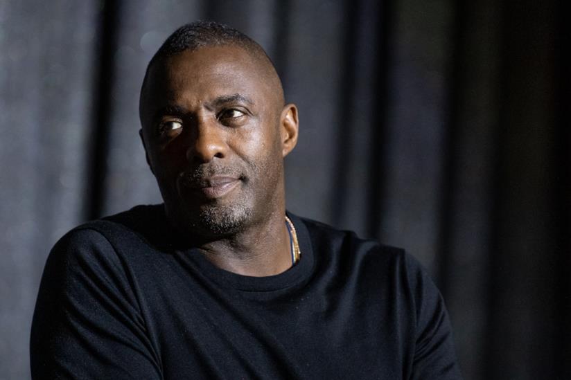 Primo piano di Idris Elba