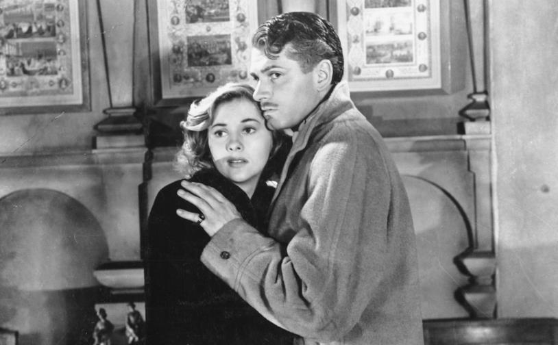 Laurence Olivier e Joan Fontaine in una scena del film