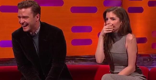 Anna Kendrick e Justin Timberlake dopo avere ascoltato la storia di Robbie Williams