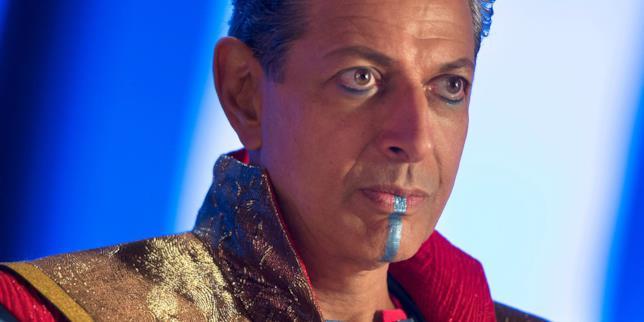 Jeff Goldblum mentre interpreta il Gran Maestro