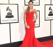 Ariana Grande sul red carpet dei Grammy Awards 2016