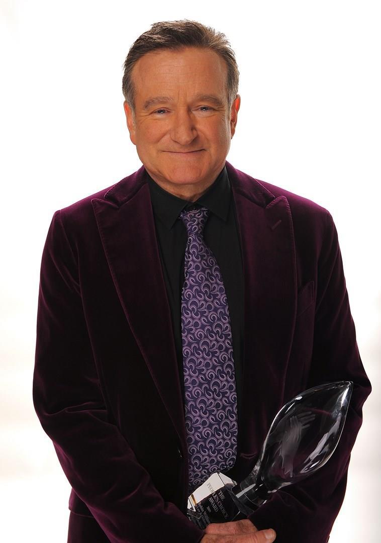 Robin Williams con un premio in mano