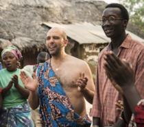 Checco Zalone e Souleymane Silla in una scena del film Tolo Tolo
