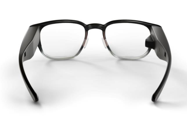Un'immagine degli occhiali Focals che mostra il mini-proiettore sull'asta destra