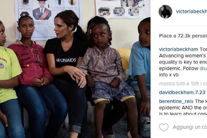 Foto di Victoria Beckham con bambini africani su Instagram