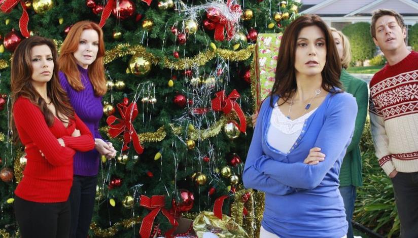 Le protagoniste di Desperate Housewives davanti l'albero