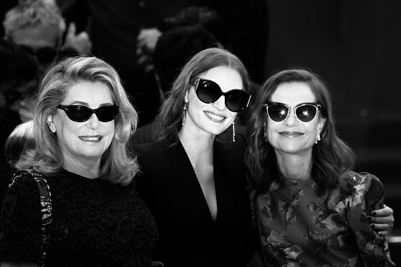 Il cinema francese e statunitense accumunati dall'amore per gli occhiali da sole